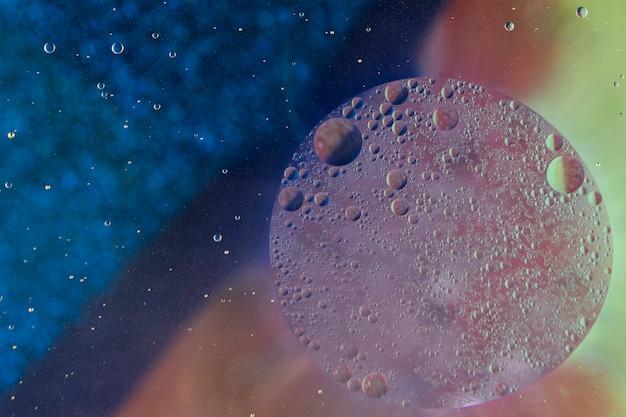 Bolhas, formando o círculo sobre fundo abstrato colorido