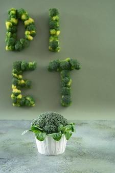 Bolinho da dieta dos brócolis e da salada de milho.