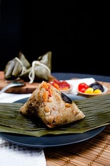 Bolinho de arroz chinês tradicional, feito de arroz pegajoso. comida ba jang.