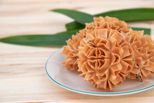 Bolinho de flor de lótus crocante
