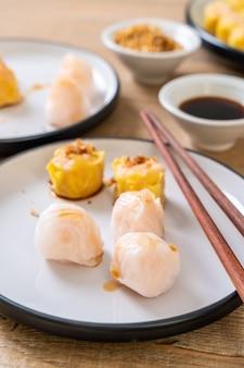 Bolinho de massa cozinhado camarão chinês