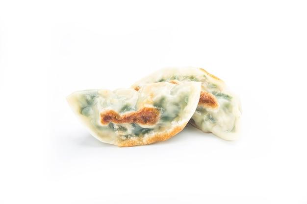 Bolinho frito isolado no branco