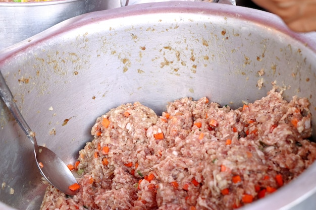 Bolinhos cozidos no alimento de rua