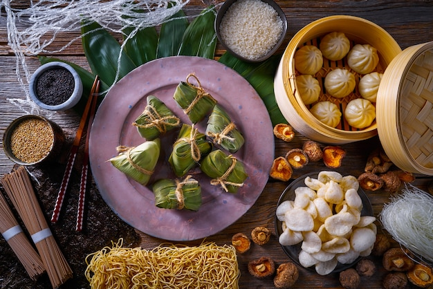 Bolinhos de arroz zongzi bolinhos de porco shiitake macarrão