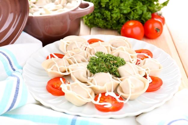 Bolinhos de carne - pelmeni cozido russo close up