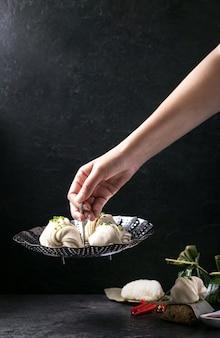 Bolinhos de estilo chinês com cebolinha