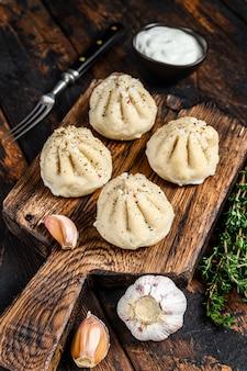 Bolinhos de manti tradicionais cozidos no vapor com carne picada