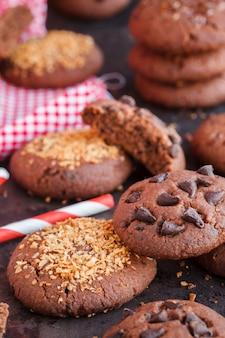 Bolinhos de microplaqueta de chocolate com semente de linho, chocolate