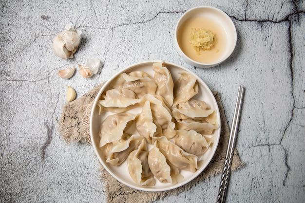 Bolinhos recheados com carne, ravioli, bolinhos. bolinhos de massa com recheio. bolinho de massa ingredientes, cozinha chinesa