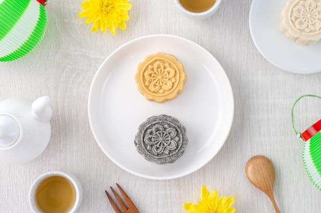 Bolo colorido lindo lua, bolo de feijão mungo, bolo de pastelaria do campeão escolar para lanche de sobremesa gourmet tradicional festival do meio-outono, vista de cima, plano plano.