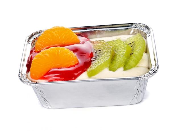 Bolo com iogurte e frutas frescas