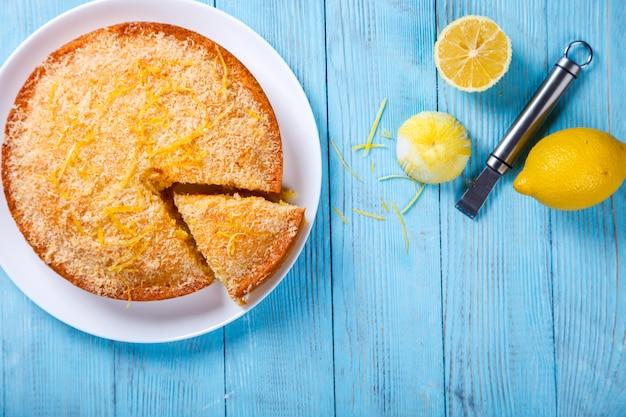 Bolo com limão e coco. bolos caseiros