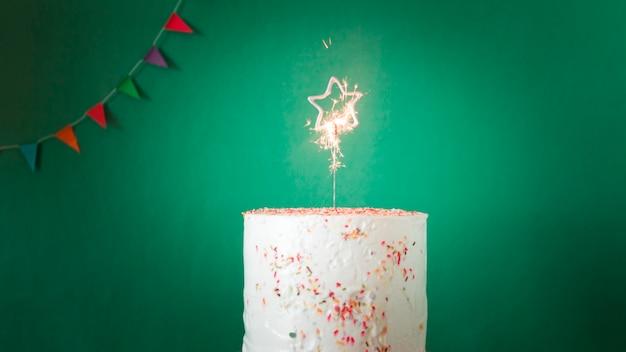 Bolo de aniversário com brilhantes