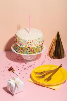 Bolo de aniversário delicioso com vela