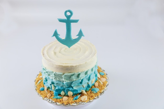 Bolo de aniversário para menino. estilo náutico ou marinho. decoração do bolo.