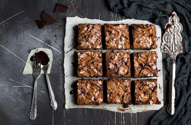 Bolo de brownie de chocolate peça torta pastelaria caseira doce cozinhar