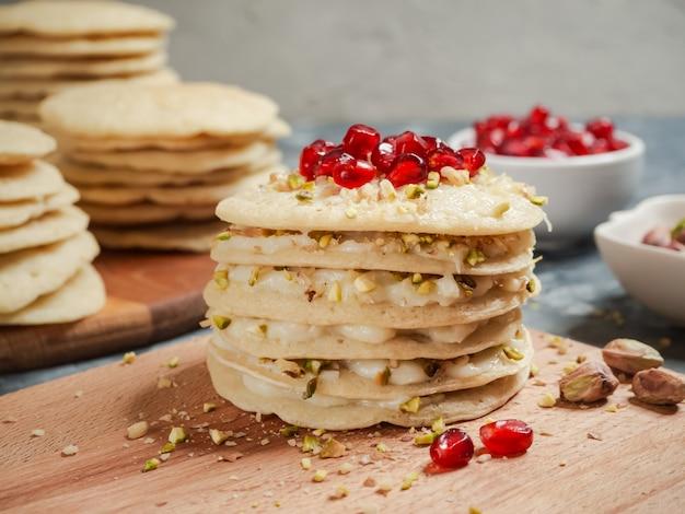 Bolo de camada marroquino da panqueca - bolo de baghrir.