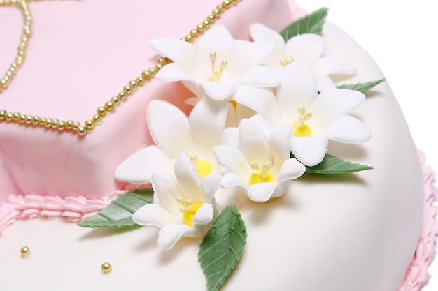 Bolo de casamento com flores de cor