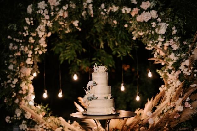 Bolo de casamento no casamento dos noivos