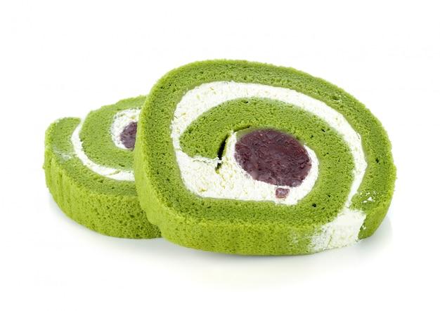 Bolo de chá verde rolo isolado no branco