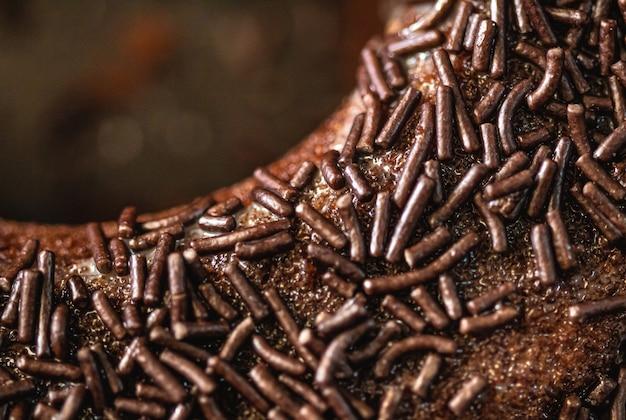 Bolo de chocolate com granulado de chocolate macro fotografia com vista de cima