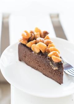 Bolo de chocolate com macadâmia