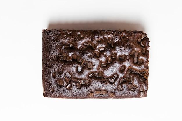 Bolo de chocolate cozido de vista superior