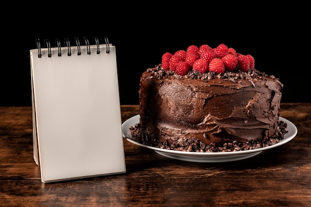 Bolo de chocolate delicioso com espaço de cópia