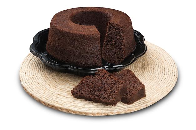Bolo de chocolate simples com fatias cortadas. espaço em branco