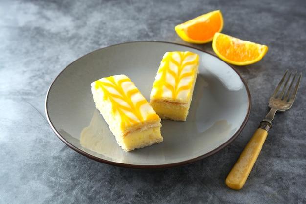 Bolo de chuvisco de limão delicioso, sobremesa de bolo de crosta de limão.