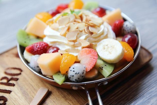 Bolo de crape com frutas