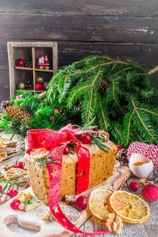 Bolo de frutas de inverno natal