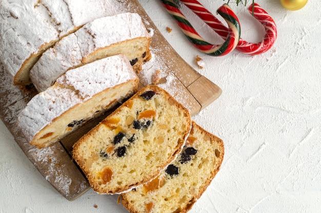 Bolo de frutas tradicionais para o natal com passas, nozes. com o natal.