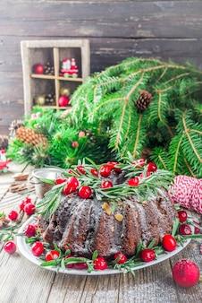 Bolo de gengibre de chocolate escuro natal bundt