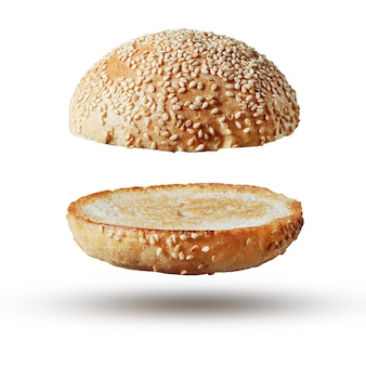 Bolo de hambúrguer vazio isolado. hambúrguer clássico de comida americana pão redondo isolado