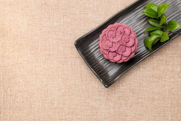 Bolo de lua de inhame japonês roxo