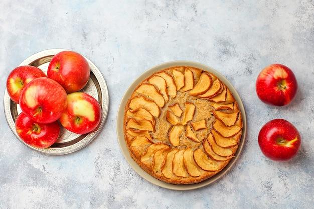 Bolo de maçã caseiro doce com canela