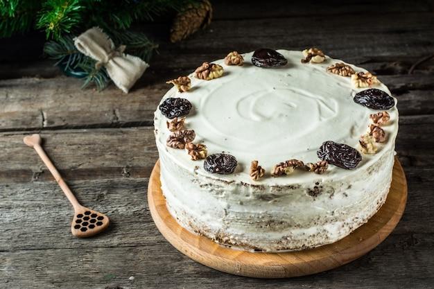 Bolo de mel composição de inverno. decoração de ano novo. decoração natalícia. pão de mel
