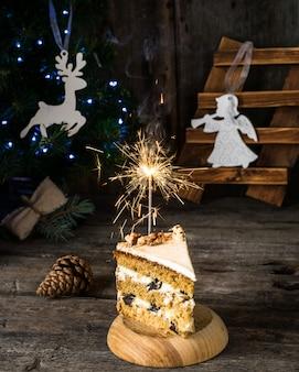 Bolo de mel decoração de ano novo. anjo, veado. natal bolo de mel, estrelinhas.