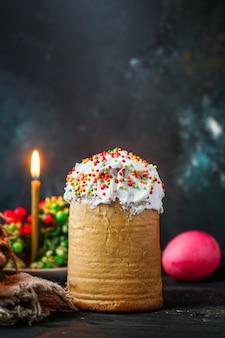 Bolo de páscoa e ovos de páscoa, bolo tradicional de férias