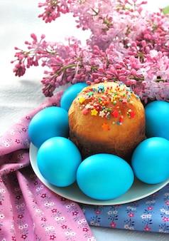 Bolo de páscoa e ovos