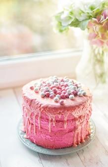 Bolo de páscoa rosa, um delicioso presente de dia das mães, doces de aniversário