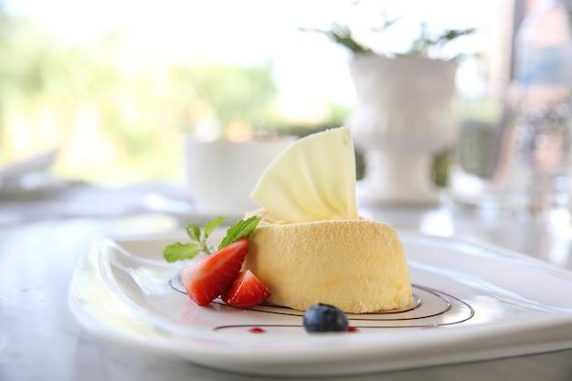 Bolo de queijo com frutas