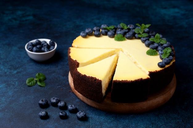 Bolo de queijo com mirtilos