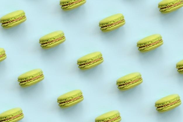 Bolo de sobremesa verde macaron ou macaroon na moda azul pastel