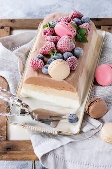 Bolo de sorvete de três camadas