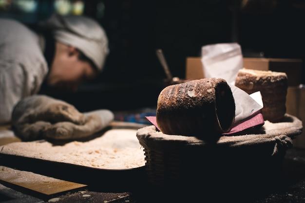 Bolo de trdelnik no mercado de natal de praga