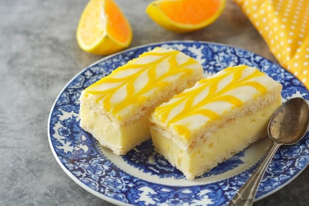 Bolo do chuvisco do limão, sobremesa do bolo da crosta do limão.