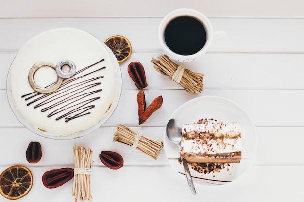 Bolo e café amidos especiarias