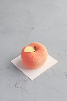 Bolo em forma de maçã. mini bolo.